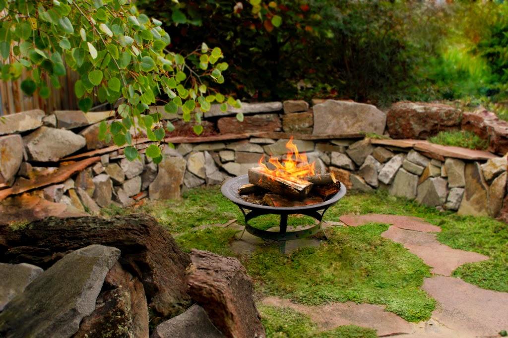 Decoracion jardines rusticos decoracion de patios interiores rusticos doitri con respecto a - Piedras para decorar ...
